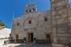 Vista frontal del inTown del monasterio de Panagia Tourliani de Ano Mera, isla de Mykonos, Grecia fotografía de archivo libre de regalías