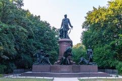 Vista frontal del monumento de Bismarck fotos de archivo
