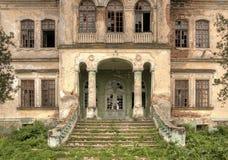 Vista frontale abbandonata della vecchia casa - hdr Fotografia Stock