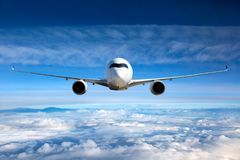 Vista frontale degli aerei in volo Immagini Stock