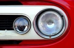 Vista frontale del headlihgt rosso del camion Immagine Stock