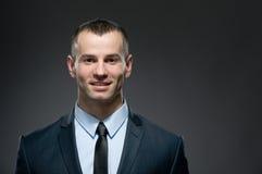Vista frontale del responsabile in vestito con il legame Fotografia Stock