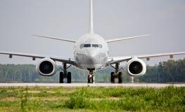 Vista frontale dell'aereo prima del decollo Fotografia Stock Libera da Diritti