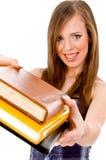 Vista frontale dell'allievo sorridente che mostra i libri Immagini Stock