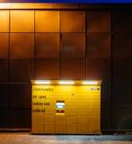 Vista frontale dell'armadio di Amazon al crepuscolo Fotografia Stock