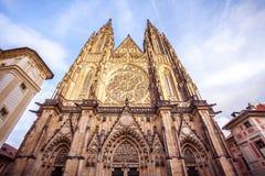 Vista frontale dell'entrata principale alla cattedrale della st Vitus in PR Immagini Stock