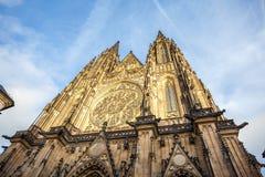 Vista frontale dell'entrata principale alla cattedrale della st Vitus in PR Fotografia Stock Libera da Diritti