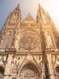 Vista frontale della cattedrale della st Vitus nel castello di Praga, Praga, repubblica Ceca Immagini Stock Libere da Diritti