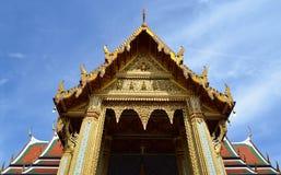 Vista frontale della chiesa tailandese fotografia stock libera da diritti
