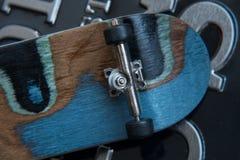 Vista frontale della parte posteriore di un bordo del pattino Immagini Stock Libere da Diritti