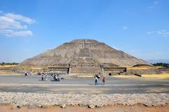 Vista frontale della piramide principale a Teotihuacan Fotografia Stock Libera da Diritti