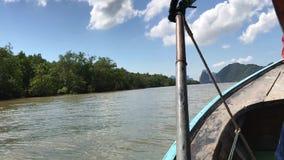Vista frontale della Tailandia Longboattrip sopra il mare delle Andamane archivi video