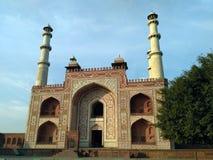 Vista frontale della tomba del ` s di Sikandra Akbar fotografia stock libera da diritti