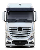 Vista frontale di Mercedes Actros del camion bianco immagini stock