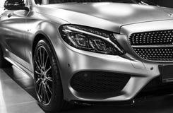 Vista frontale di Mercedes Benz C 43 AMG 4Matic V8 Bi-turbo 2018 Dettagli di esterno dell'automobile Rebecca 36 immagini stock