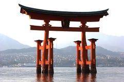 Vista frontale di Miyajima Torii alla marea bassa Immagini Stock Libere da Diritti