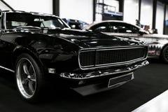 Vista frontale di un'automobile nera del muscolo di RT del caricatore di Dodge Dettagli di esterno dell'automobile Fotografie Stock Libere da Diritti