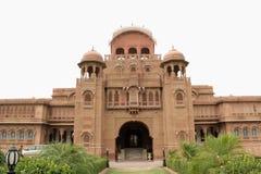 Vista frontale di un palazzo del Ragiastan fotografie stock