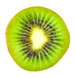 Vista frontale di una fetta di kiwi isolati su un bianco Fotografia Stock Libera da Diritti