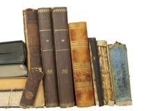 Vista frontale di vecchi libri impilati su uno scaffale Libri senza titolo ed autore Fotografia Stock