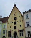 Vista frontale di vecchia casa Hanseatic, casa del teatro della città di Tallin fotografia stock libera da diritti