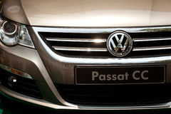 Vista frontale di Volkswagen Passat fotografia stock libera da diritti