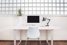 Vista frontale moderna della scrivania Immagini Stock Libere da Diritti