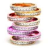 Vista frontale su una pila di multi anelli di diamante colorati fotografia stock
