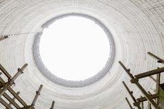 Vista futurista dentro da torre refrigerando do central nuclear inacabado de Chernobyl Fotos de Stock Royalty Free
