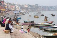 Vista general de Ghats y el río Ganges en Varanasi, RRPP de Uttar Imagen de archivo