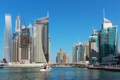 Vista general de la costa en el puerto deportivo de Dubai fotografía de archivo libre de regalías
