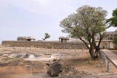 Vista general del complejo del templo de la colina de Chandragiri, Sravanabelgola, Karnataka Fotos de archivo