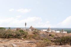 Vista general del complejo del templo de la colina de Chandragiri, Sravanabelgola, Karnataka Foto de archivo
