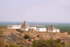 Vista general del complejo del templo de la colina de Chandragiri, Sravanabelgola, Karnataka Fotografía de archivo libre de regalías