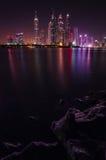 Vista generale del porticciolo del Dubai alla notte Fotografia Stock