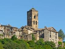 Vista generale del villaggio di Ainsa con le sue vecchie case medievali immagini stock libere da diritti