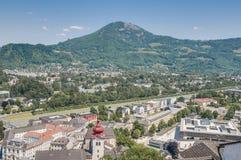 Vista generale di Salisburgo dalla fortezza di Salisburgo (Festung Hohenzalsb Fotografia Stock