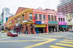 Vista generale di traffico della via vicina di Kuala Lumpur Petaling in Malesia Ha ammucchiato solitamente con i locali come pure Immagine Stock Libera da Diritti