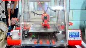 vista generale rossa della stampante 3D archivi video