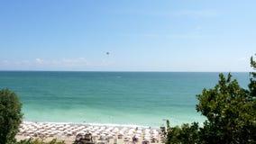 Vista geral aérea de uma praia filme