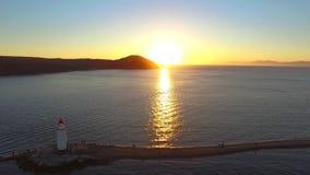 Vista geral a?rea do farol de Tokarevskiy no por do sol vídeos de arquivo