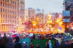 Vista geral da barricada na rua de Hrushevskogo em Kiev, Ukrain Fotografia de Stock Royalty Free