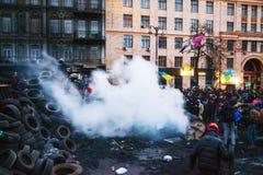 Vista geral da barricada na rua de Hrushevskogo em Kiev, Ukrain Imagens de Stock Royalty Free