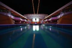 Vista geral da piscina na plataforma Fotografia de Stock Royalty Free