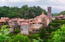 Vista geral da vila catalan - Besalu Imagem de Stock Royalty Free
