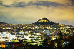 Vista geral de Atenas na noite imagem de stock royalty free