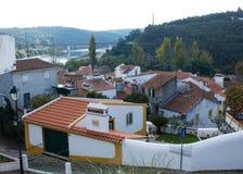 Vista geral de Constância, Ribatejo, Portugal, com o Tagus River e sua ponte Foto de Stock