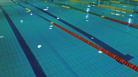 Vista geral de uma piscina 1 vídeos de arquivo