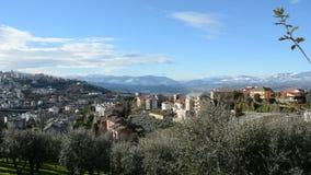 Vista geral de Val Pescara que parte de Chieti com o Maiella no fundo vídeos de arquivo