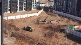 Vista geral do canteiro de obras de uma área residencial na cidade - timelapse filme